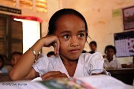 Cambodia-girl-class